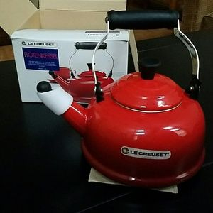 NEW☆LE CREUSET Whistling Kettle